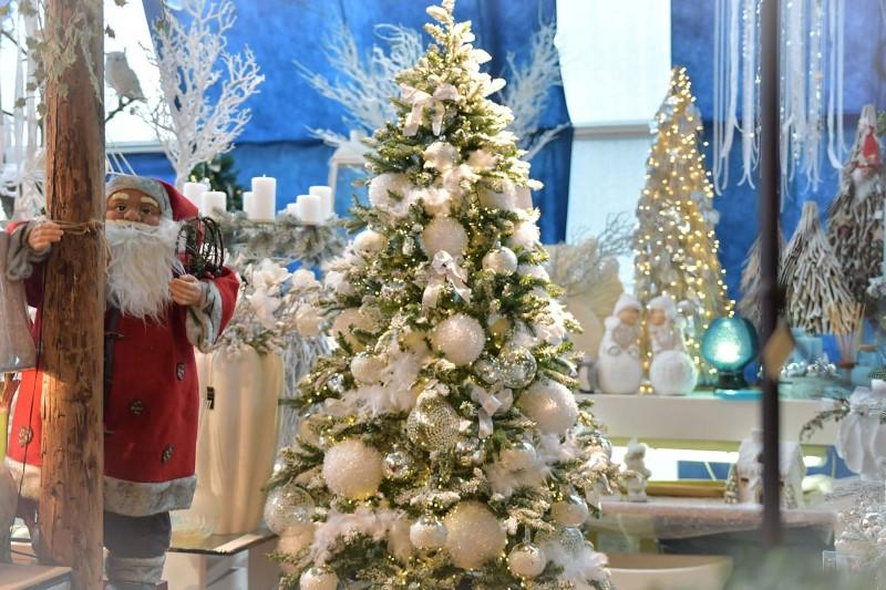 Moderna umjetna božićna drvca
