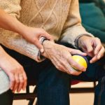 Njega starijih osoba u domu je prava skrb za vaše najmilije